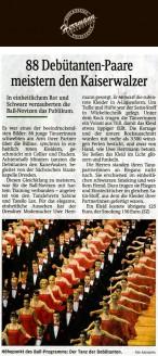 Für das elegante, einheitliche Aussehen hat der Dresdner Modemacher Uwe Herrmann gesorgt. Er entwarf die rubinrote Kleider in A-Linien-Form - Hochzeitsmode Dresden - Uwe Herrmann